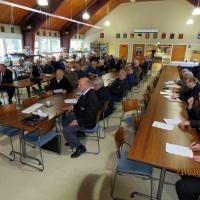 10 kokousyleisöä