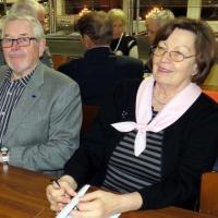 18 Esko ja Ulla nauttivat illasta