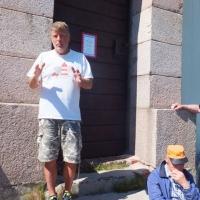 9 Kari Laaksonen kertomassa majakan historiaa